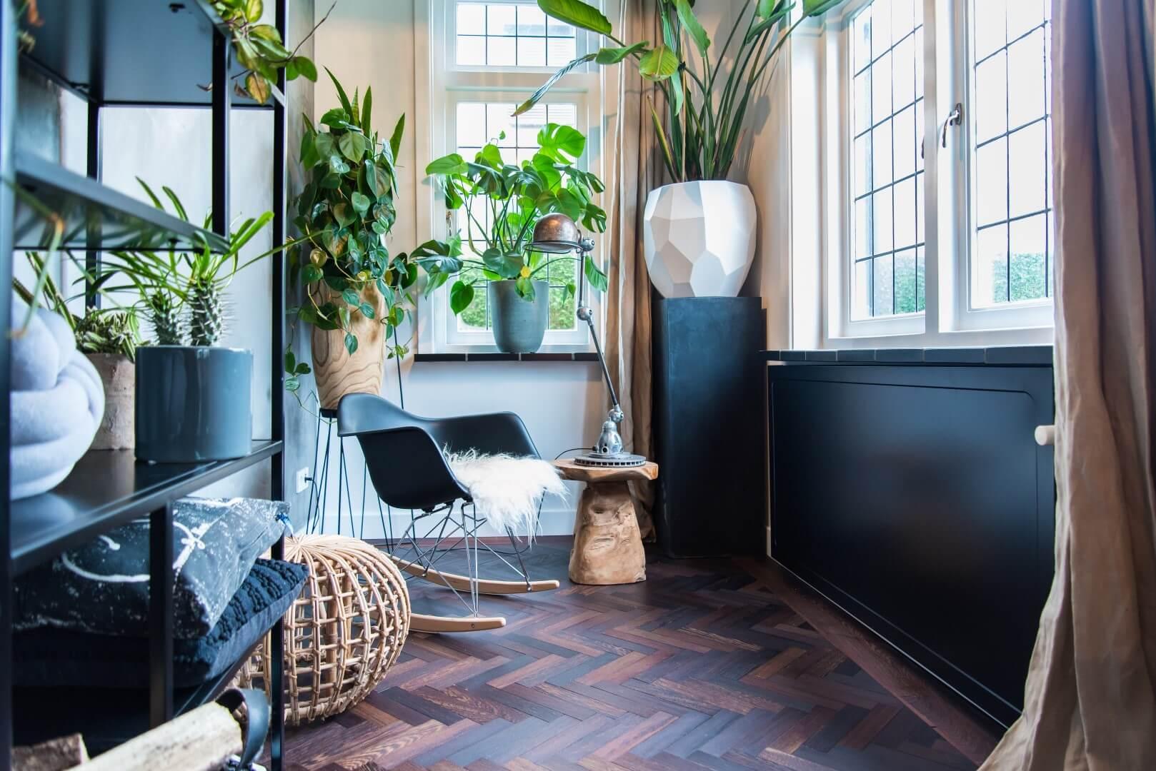 Tendances : Embellissez votre intérieur avec un cache-radiateur foncé